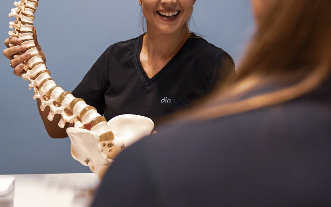 Osteopat med ryggsøyle