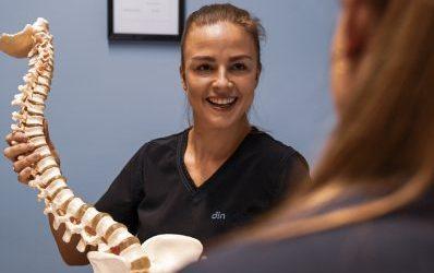 Hva er osteopati og hva gjør en osteopat?