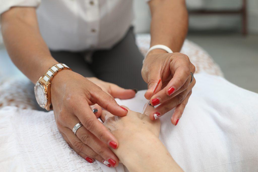 Dry needling er det samme som ims. Ims står for intramuskulær stimulering og er en teknikk for å løse opp kramper i muskulaturen