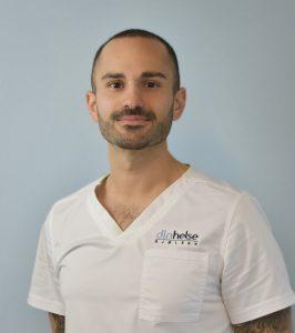 Michael D. Parham er kiropraktor med videreutdanning innen ultralyd og injeksjonsbehandling av muskel- og skjelettplager i samarbeid med lege. I tillegg er han en av få som spesialiserer seg ved NTNU sitt medisinske fakultet innen diagnostisk ultralyd.